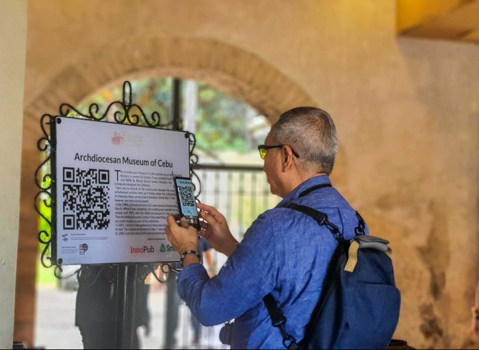 SCAN TO KNOW MORE. PLDT-Smart Public Affairs Group Head Ramon Isberto scans a QR code marker using his smartphone during the Smart's Digital Tourism Heritage Walk, held recently in downtown Cebu City.