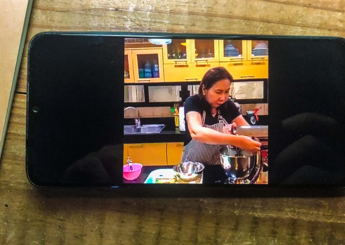 UBE CHEESE PAN DE SAL. Veteran chef Rose Marie Lim of Cebu's Caro and Marie demonstrates how to bake the latest food craze ube cheese pan de sal in a Facebook video.