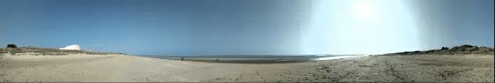 Vue partielle de la plage d'Utah Beach à la marée basse