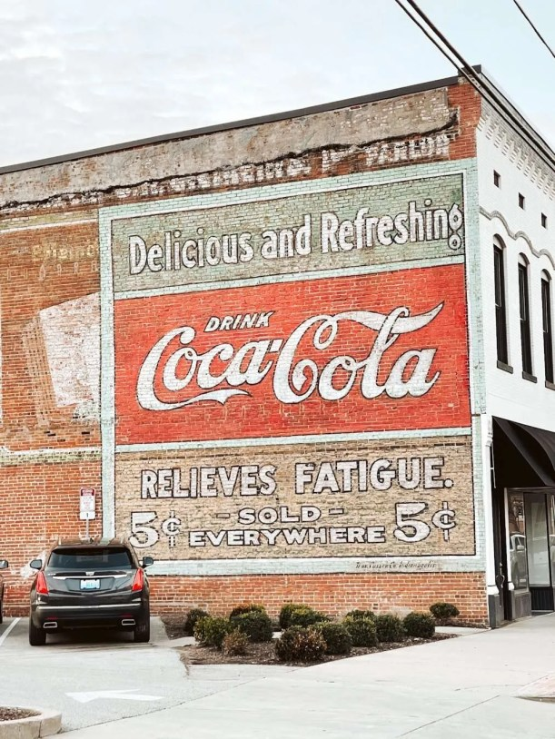 Coca Cola mural in owensboro kentucky, Weather in owensboro, restaurants in owensboro ky, things to do in owensboro kentucky, free things to do in owensboro ky