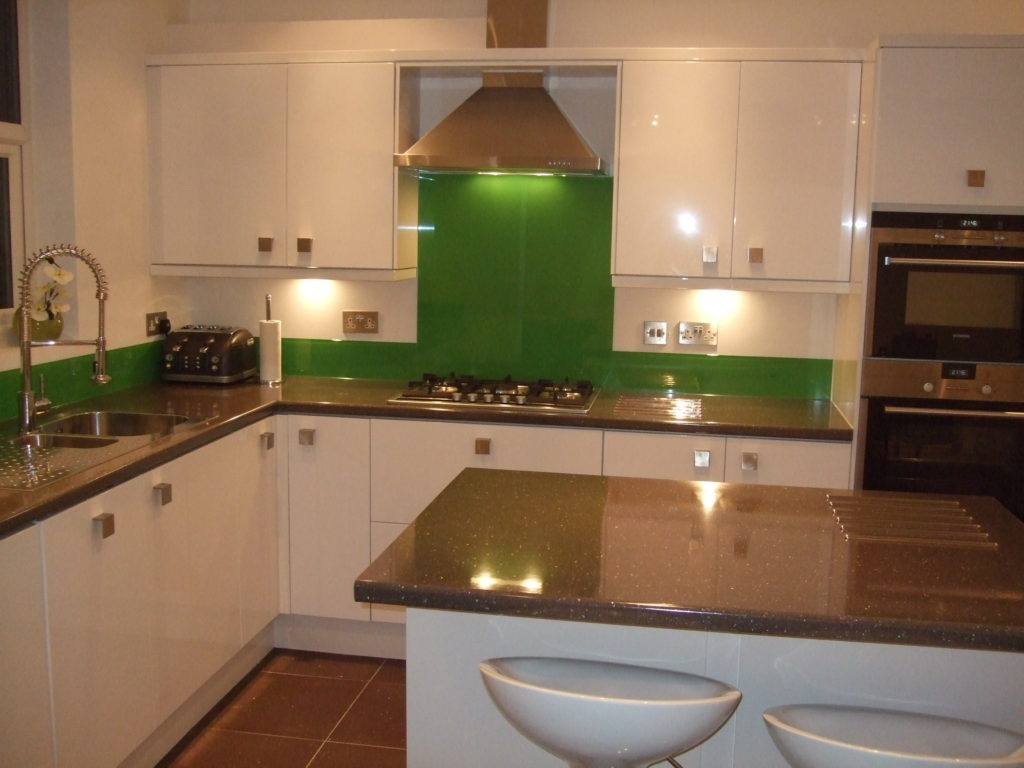 600x750mm Glass Splashback In Any RAL Or Dulux Colour