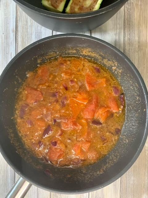 Dejamos reducir salsa calabacines