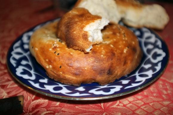 bread-at-uzbek-restaurant-russia