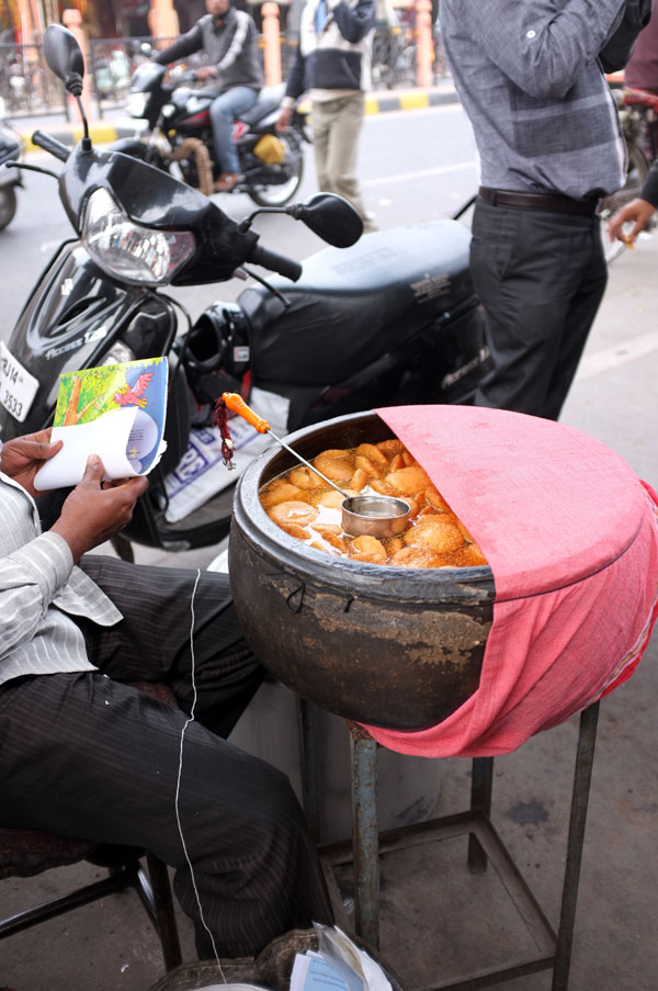 street-food-vendor-pink-city
