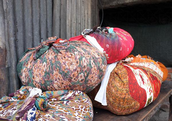 piles-of-linen-dhobi-ghat