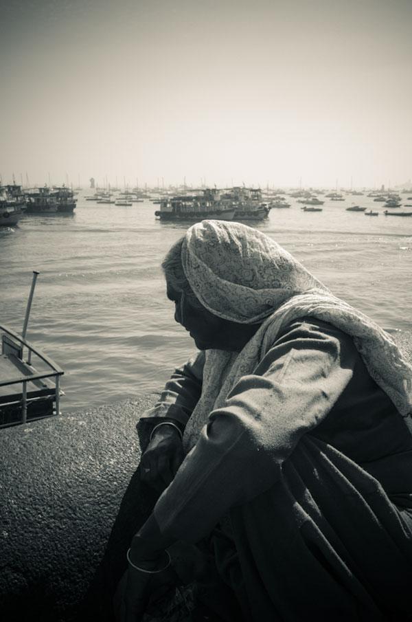 woman-at-gateway-of-india