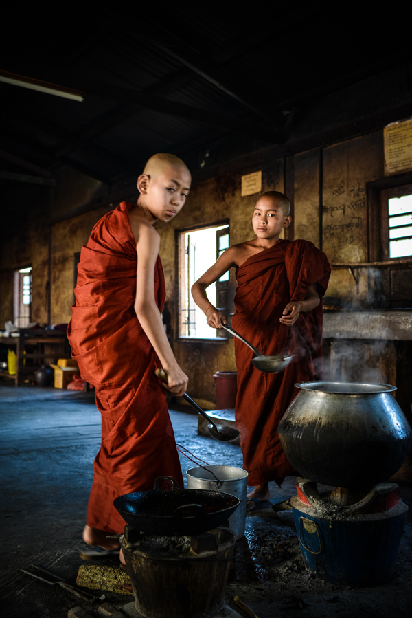 novice-monks-inle-lake-2