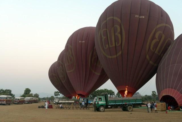 Balloon-over-bagan-2
