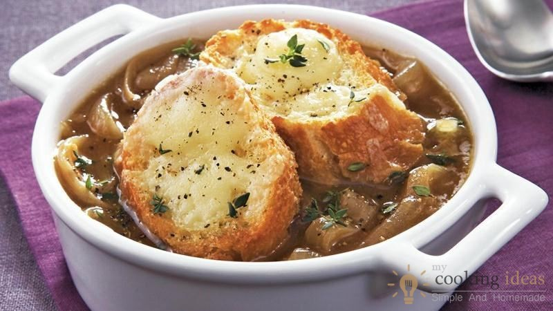 The Most Delicious Slow Cooker French Onion Soup
