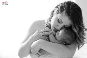 fotos de bebe en casa sevilla 9 300x200 - Reportajes fotográficos de embarazo y bebés en casa