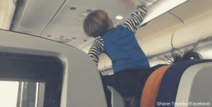 Un niño endemoniado tiene una rabieta de 8 horas durante el vuelo