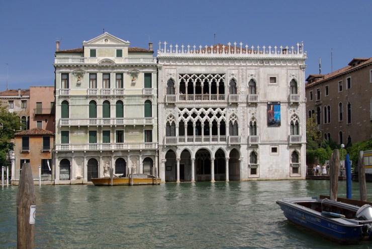 Ca' d'Oro pic at https://upload.wikimedia.org/wikipedia/commons/1/1e/Venezia_Palazzo_Giusti_e_Ca'_d'Oro_001.JPG