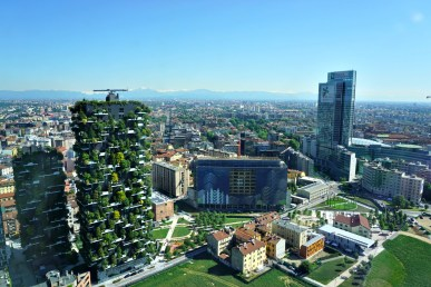 Milanoinverticale: old and new buildings in Milano