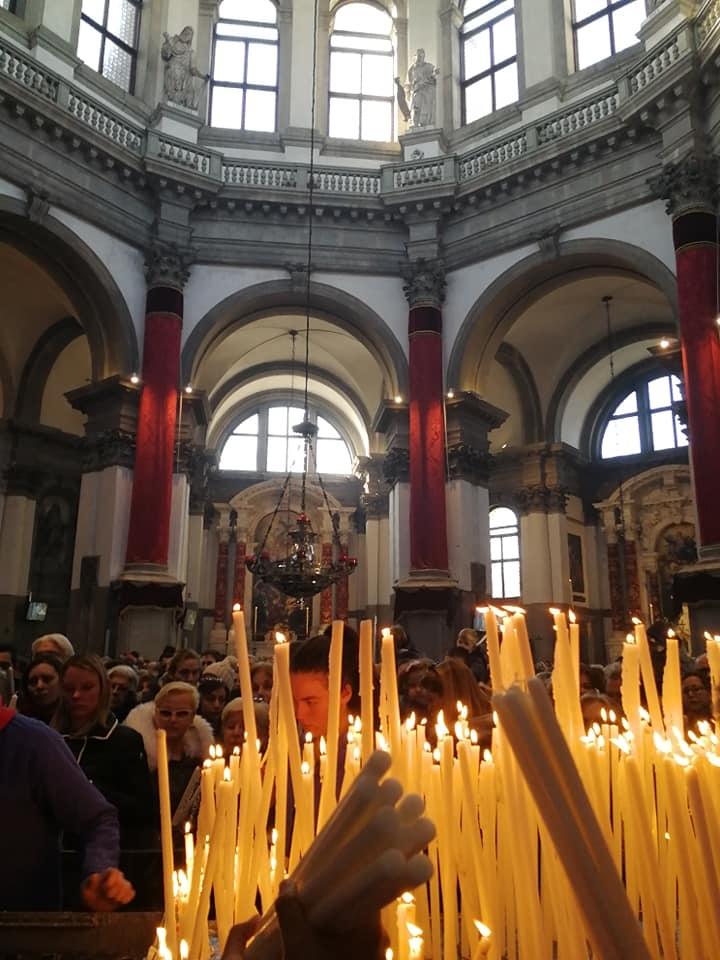Candles in the Salute Basilica, Photo courtesy @giulio_fecchio