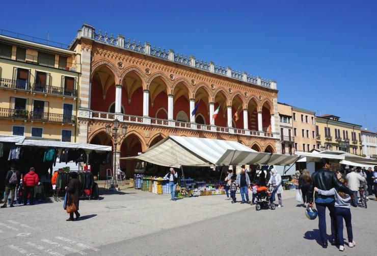 Padua markets: Prato della Valle