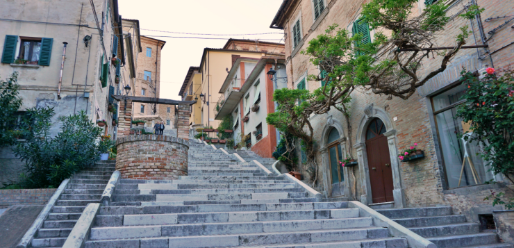 What to see in Corinaldo, the town of polenta, crazy people, and witches