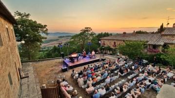 Incontri in Terra di Siena concert at La Foce granaio