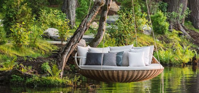 5 lovely outdoor swings bed for you home | My Cosy Retreat