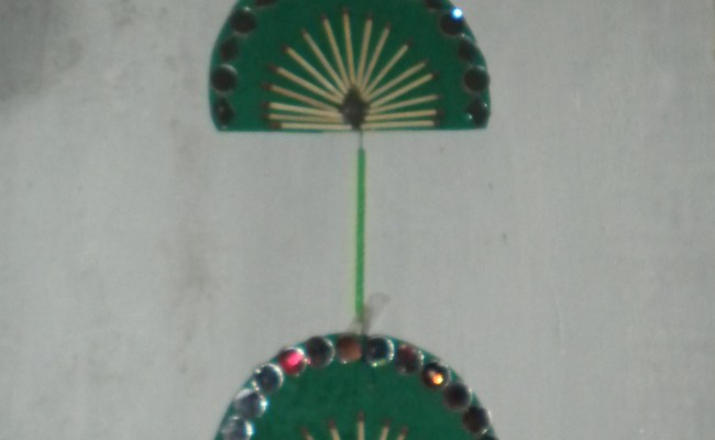 Simple And Easy Wall Hangings Made By Some Waste Materials