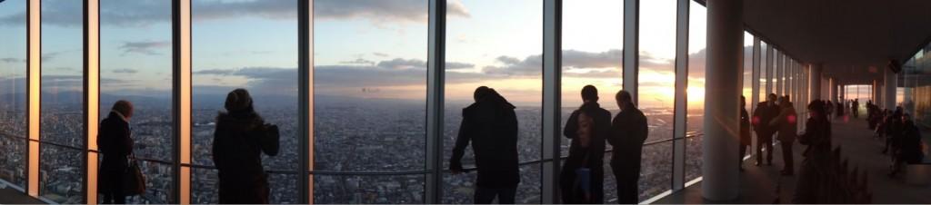 Petit panorama en haut de la Abeno Harukas avec le coucher de soleil.