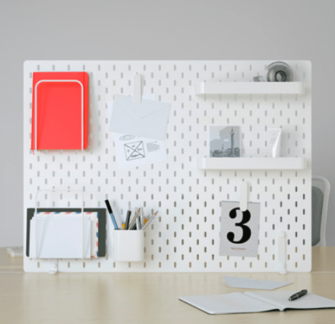 rangements pour matériel créatif panneau perforé blanc ikea