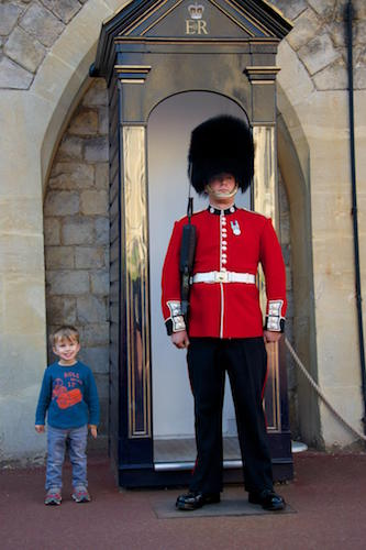 queens guard soldier