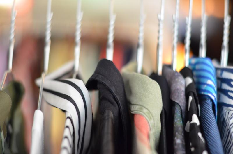 kleding-hangers-blouse-overhemden-mode