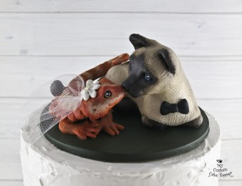 Siamese Cat and Bearded Dragon Realistic Wedding Cake Topper