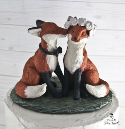 Fox Love Kissing Realistic Animals Cake Topper