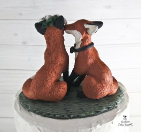 Realistic Fox Love Kissing Wedding Cake Topper 2