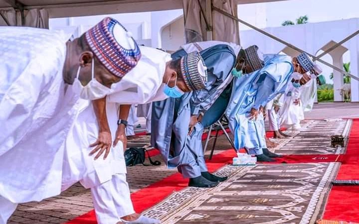 PHOTOS: Buhari Celebrates Eid-el Kabir With Family At The Villa