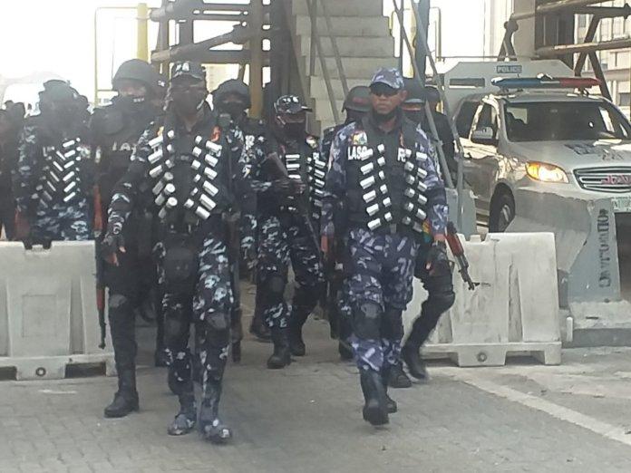 police at lekki tollgate1 696x522 1
