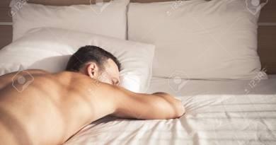 Reasons Men Must Sleep Naked!