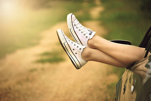 relax woman sneakers