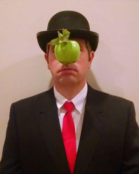 costume-matt-cutts-rene-magritte-son-of-man