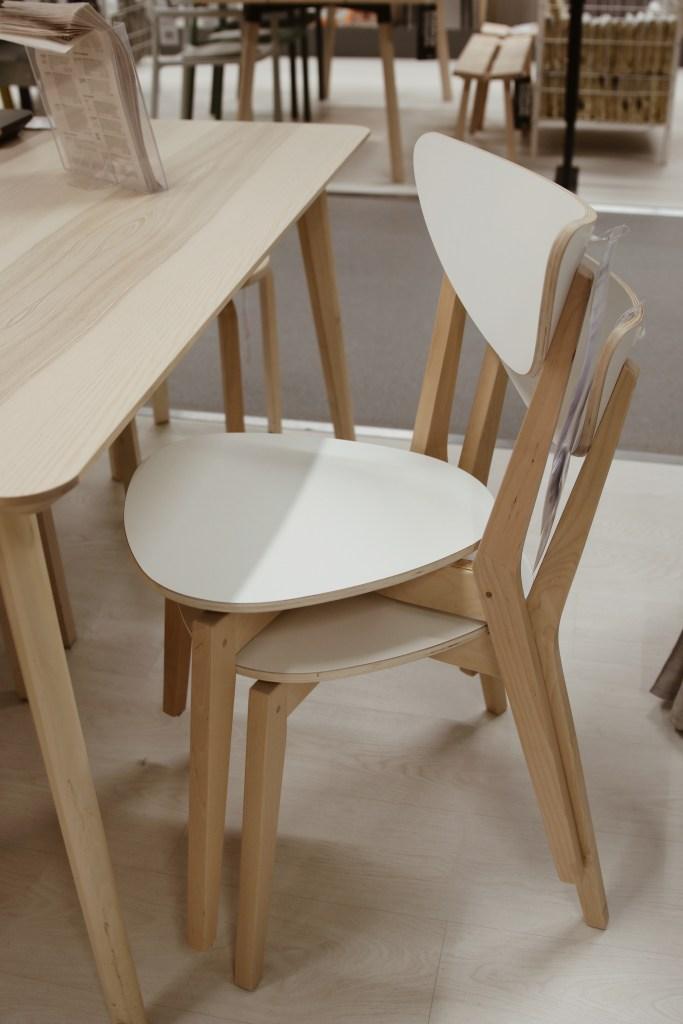 Krzesła, które można przechowywać jeden na drugim