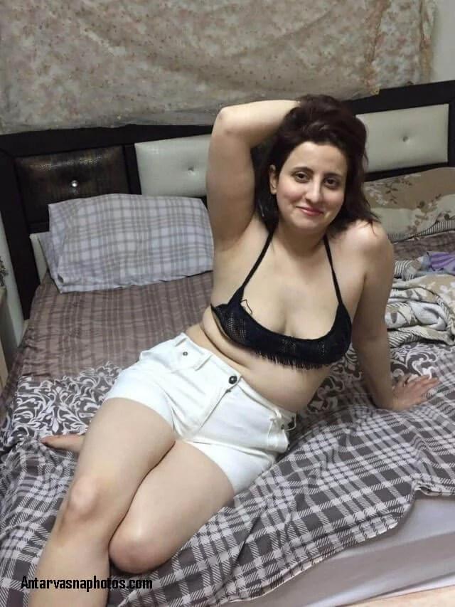 sexy aunty ki chudai ko taiyaar hai