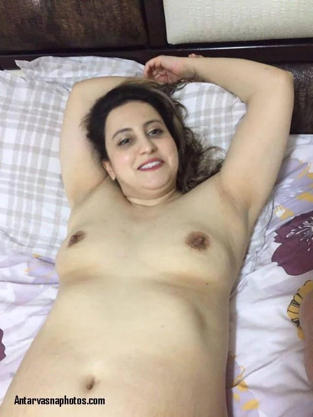 sexy aunty ki chudai chal rahi hai