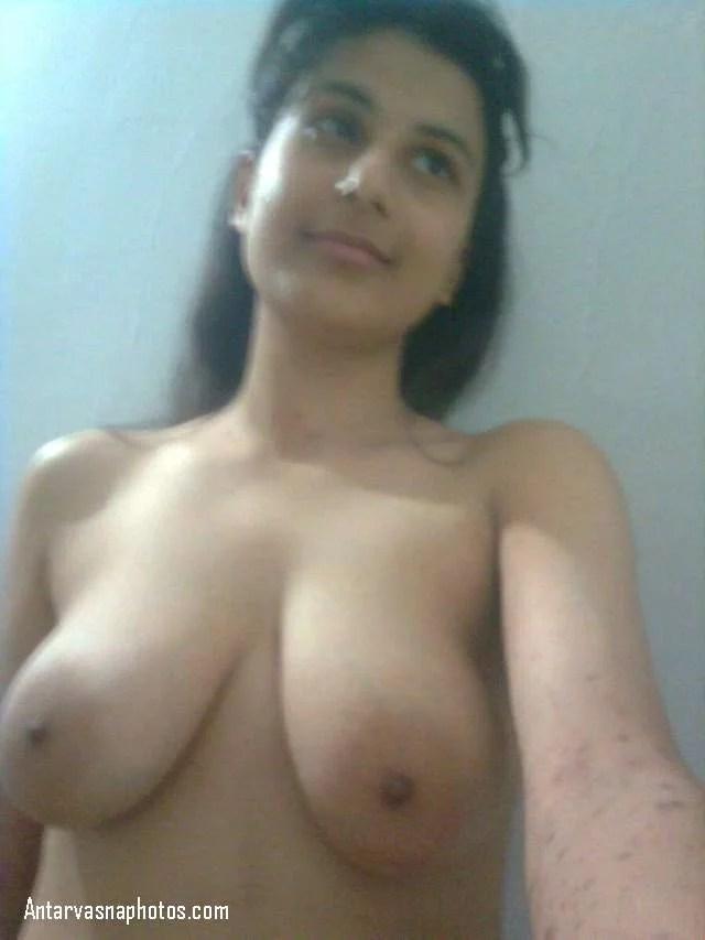 sexy girl ke latke hue big boobs