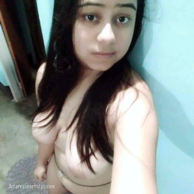 boobs ki selfie leti desi girl