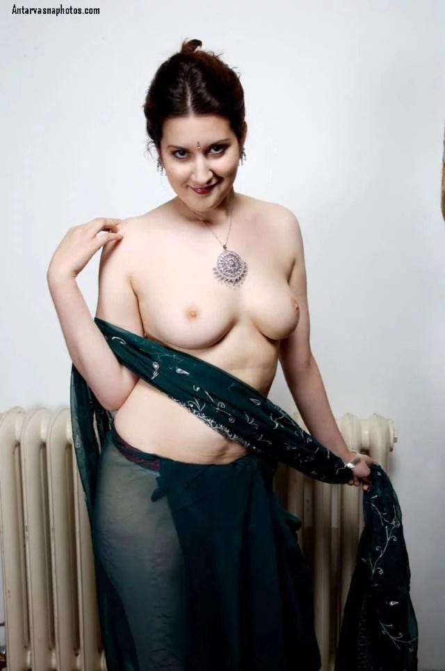 saree me nude boobs