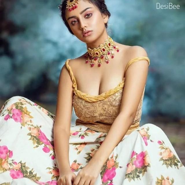 bhabhi ke big cleavage