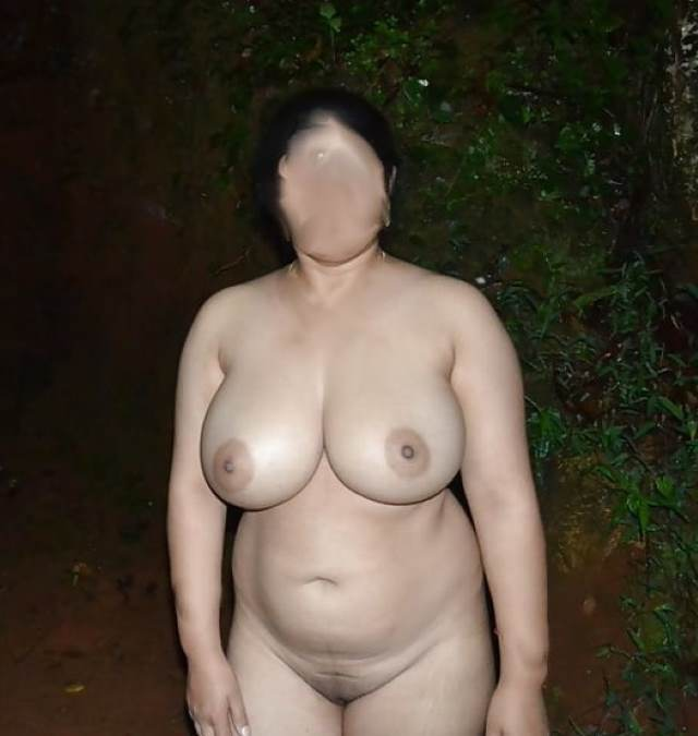 outdoor me khadi nude sexy indian aunty
