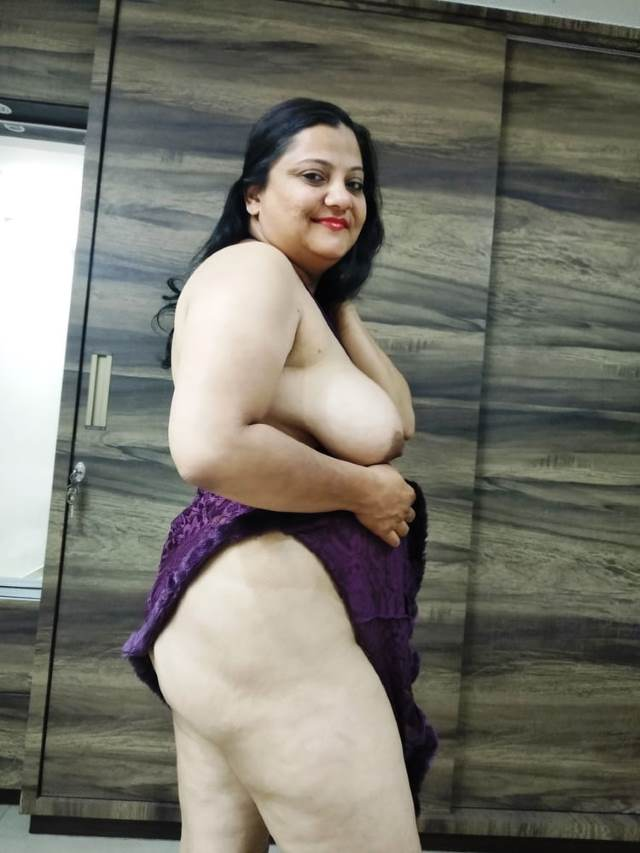 nude aunty ki sexy thigh aur big boobs pic