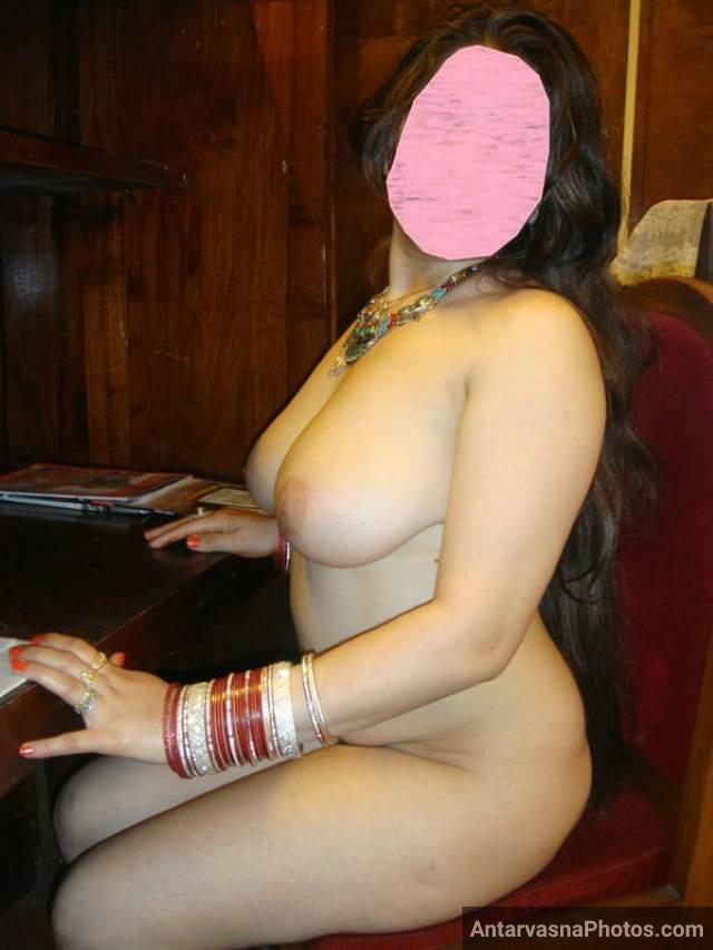 very beautiful aunty sitting naked and posing for nude selfie