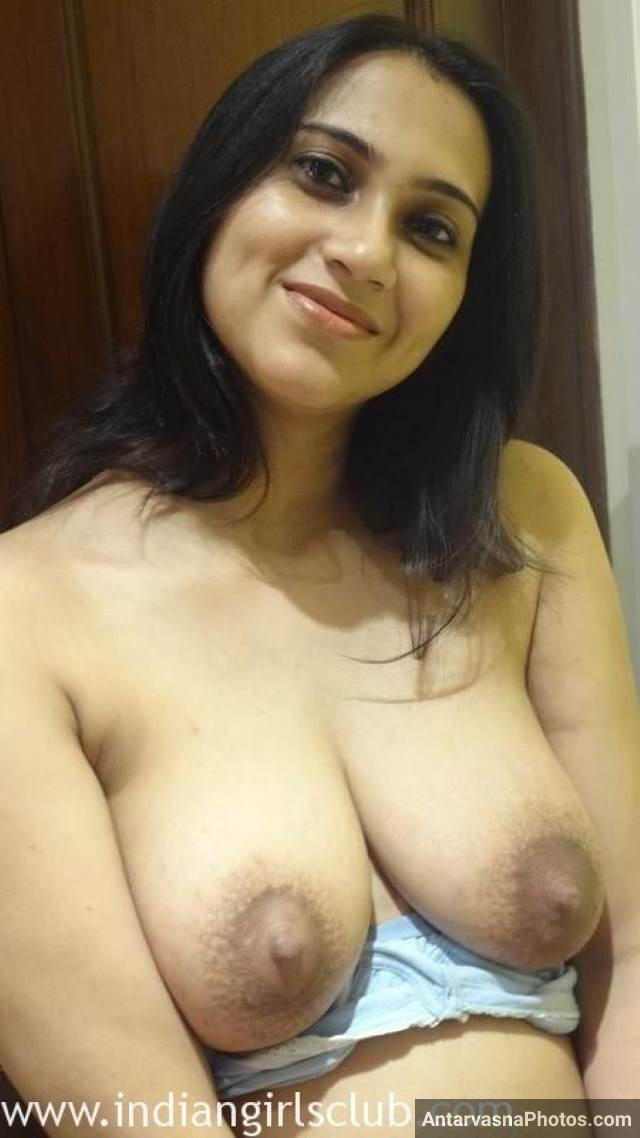 bra ko hata apne boobs dikhati sexy aunty pic