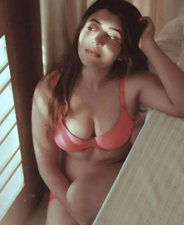 Boobs licking nude photos lene ki sochti hot model - Antarvasna photo