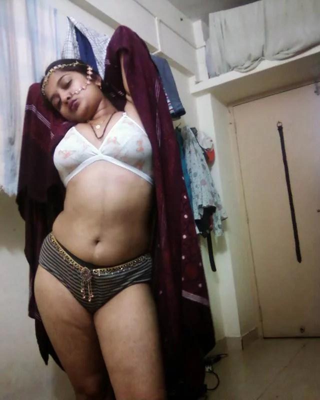 bra panty me bhabhi ki sexy angdai