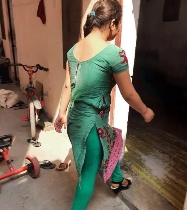 bangladeshi bhabhi ki sexy legging me tight thigh pic