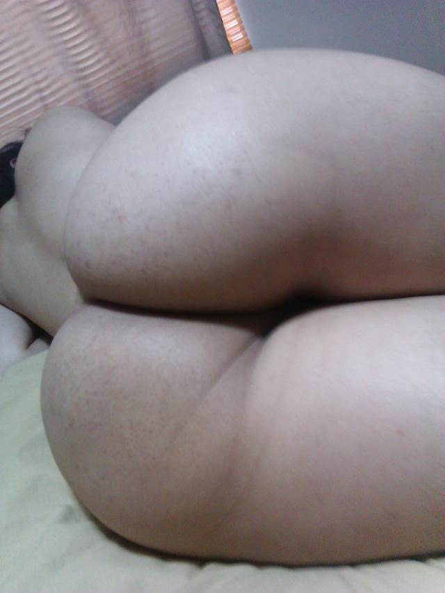 hot aunty laying on bed and showing huge ass